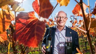Beat Felder hat mit seinem Weisswein beim Grand Prix du Vin Suisse in der Kategorie Weisse Assemblagen gewonnen. (Bild: Eveline Beerkircher (Sursee, 14. November 2020))