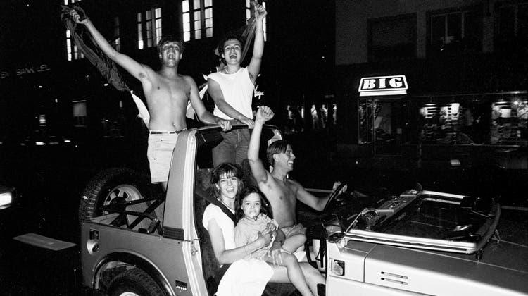 Als Italien 1982 in den WM-Final einzog, kutschierten Fans noch spät in der Nacht durch die Strassen Zürichs – mit der ganzen Familie. (Bild: Keystone, 9.7.1982)