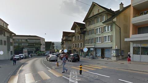 Mitten in Hochdorf: Die Gemeinde hat den rechten Hausteil des Gebäudes in der Mitte gekauft (blaue Jalousien). (Screenshot: Google maps)