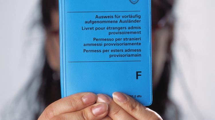 Geht es nach dem Bundesrat, sollen für vorläufig aufgenommene Ausländer strengere Regeln gelten. (Keystone)