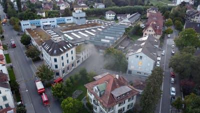 In einer der alten Fatzer-Hallen in Romanshorn brach am Mittwoch Feuer aus. (Bild: Reto Martin)