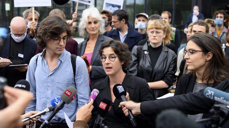 Eine der Anwältinnen der Klimaaktivisten nimmt nach dem Urteil des Kantonsgerichts Stellung. (Archivbild) (Keystone)
