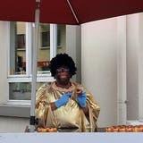 «Wer sind denn meine Kunden, wenn ich ein Rassist sein soll?»:ImbissunternehmerMarkus Heim verkaufte in Rorschach schwarz angemalt innert zwei Stunden 350 «Mohrenköpfe».  Nun wehrt er sich gegen einen Strafbefehl. (Bild: PD)
