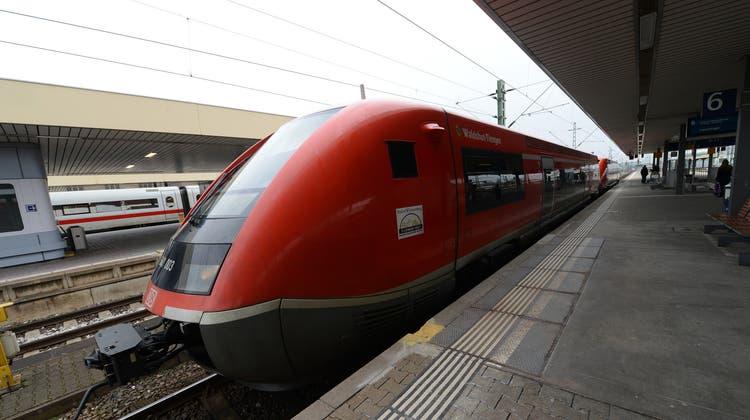 Eine Diesellokomotive der Hochrheinbahn am Badischen Bahnhof. (Archivbild: Juri Junkov)
