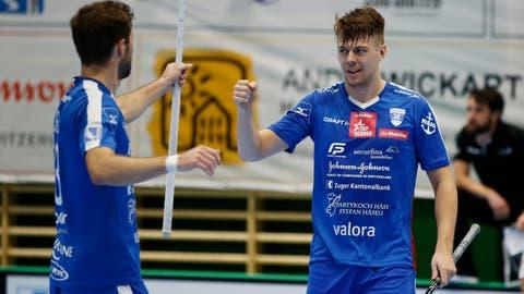 Zugs André Andersson (rechts) glänzt gegen Uster mit acht Skorerpunkten. (Bild: Stefan Kaiser (Zug, 3. Oktober 2020))