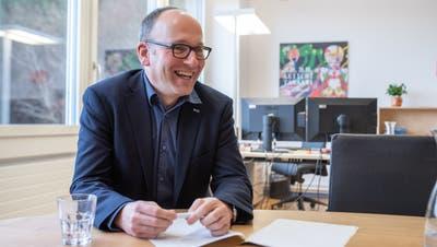 Daniel Furrer, fotografiert in seinem Büro, ist seit drei Monaten Geschäftsleiter der Caritas Luzern. (Bild: Boris Bürgisser (Littau, 13. Januar 2021))