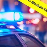 Im Blaulicht-Ticker finden Sie die aktuellen Aargauer Polizeimeldungen. (Shutterstock/ Montage:mwa)