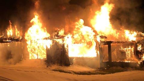 Das Restaurant ist komplett niedergebrannt. (Bild: Luzerner Polizei)