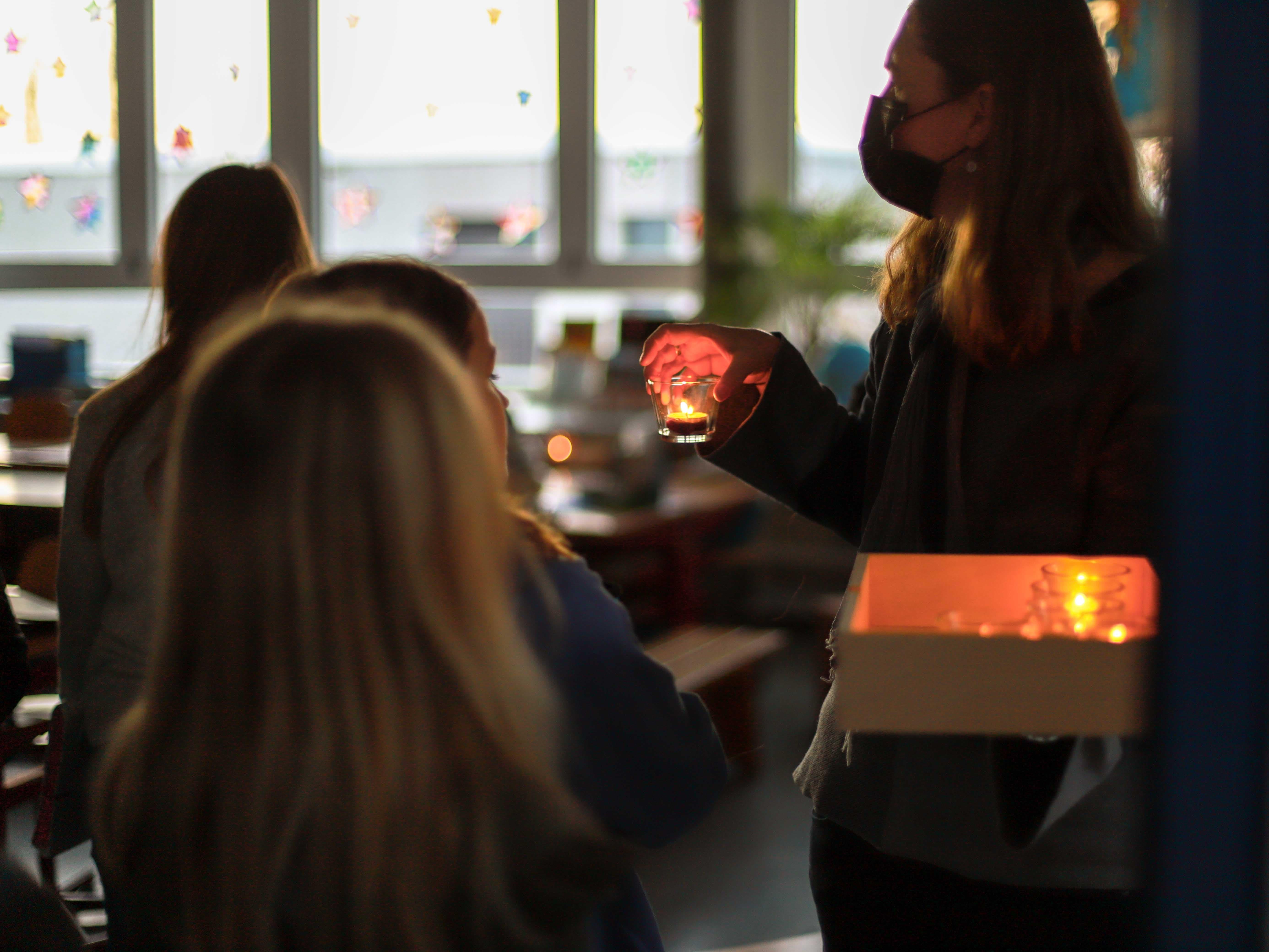 Wenn der Strom ausfällt, dann helfen nur noch Kerzen – wie hier im Schulhaus Rietwis.