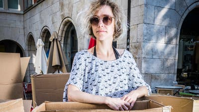 «Wir tauschen uns in Kleingruppen auf Skype aus. Das widerspricht völlig meinem Perfektionismus»: Die Kabarettistin Martina Hügi hat in der Pandemie neue Arbeitsroutinen entwickelt. (Bild: Andrea Stalder (18. Juli 2018))