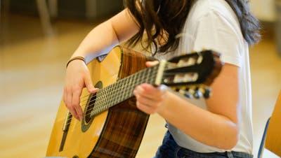Für den Musikunterricht gelten im Kanton Luzern neue Regeln. (Symbolbild: Donato Caspari/chm)