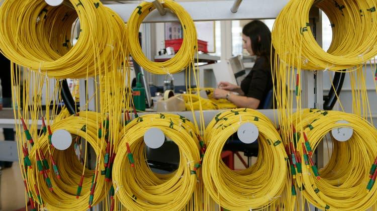 Huber+Suhner, hier die Produktion in Herisau, hat nach der Cyberattacke alle Kabel wieder eingesteckt. (Bild: Ralph Ribi)
