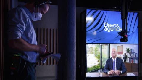 WEF-Präsident Klaus Schwab während Vorbereitungen zum diesjährigen Online-Treffen des Weltwirtschaftsforums in Davos. (Keystone)