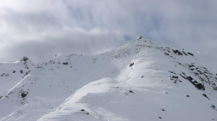 Hier, im Gebiet Chassoure oberhalb von Nendaz im Wallis, verschüttete am Samstag eine Lawine zwei Skifahrer. Eine Person erlag den Folgen. (Kapo VS)