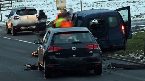 ZBei diesem Unfall mussten zeei Personen mussten ins Spital gefahren werden. (Bilder: Luzerner Polizei)