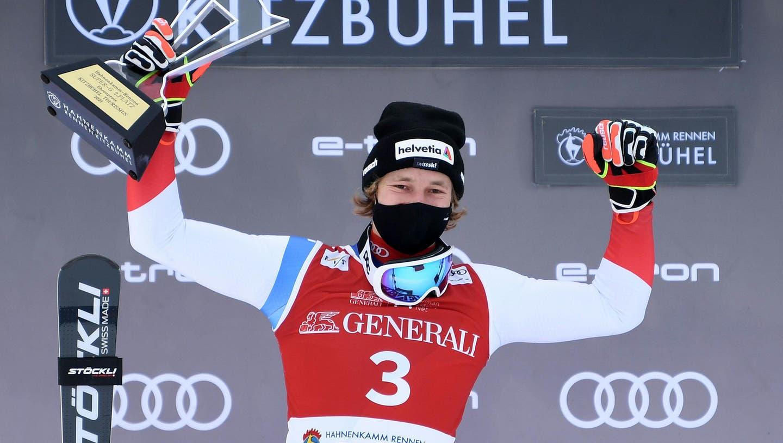Marco Odermatt freut sich über den zweiten Platz im Super-G von Kitzbühel. (Helmut Fohringer / APA/APA)