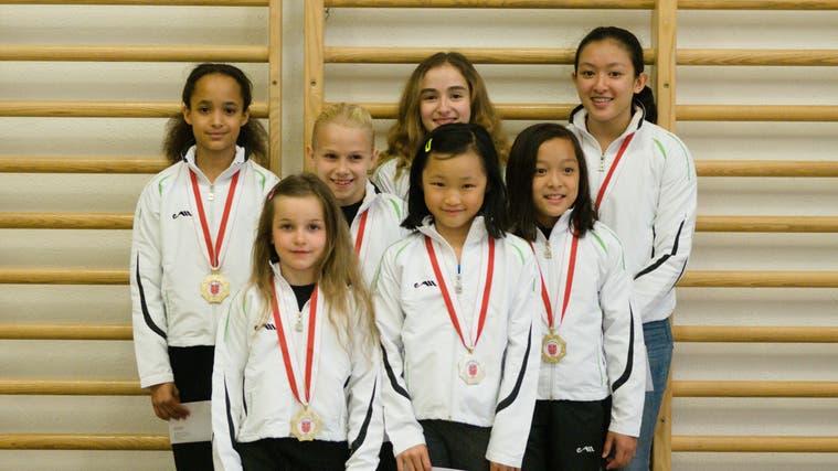 Auch Mädchen der Kunstturnerinnen-Riege, hier bei der (coronakonformen) Sportlerehrung 2020, können wieder trainieren. (zvg/Azhan Azhan)