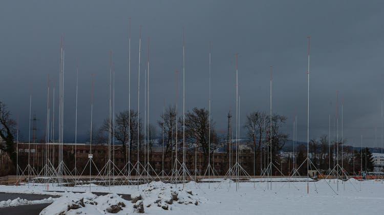 Die Bauprofile für den neuen Partners-Group-Hauptsitz im Unterfeld sind sichtbar. (Bild: Stefan Kaiser (Baar, 25. Januar 2021))