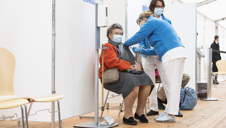 Neben dem bereits in Betrieb stehenden Impfzentrum am EBPI am Hirschengraben werden künftig im Kanton Zürich zehn weitere Zentren zur Verfügung stehen. (Keystone)
