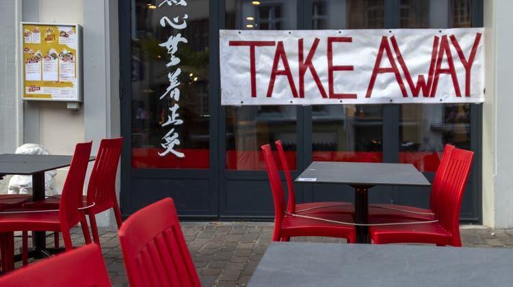 Viele Restaurants versuchen derzeit, mit Take-away und Lieferservice über die Runden zu kommen. (Symbolbild: Georgios Kefalas / Keystone)
