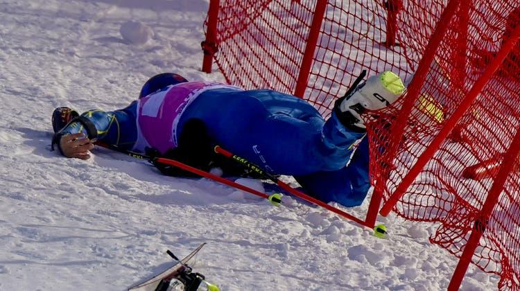 Tommy Ford verletzte sich bei seinem schlimmen Unfall im Zielhang von Adelboden letztlich auch im Knie am heftigsten. (Jean-Christophe Bott / KEYSTONE)