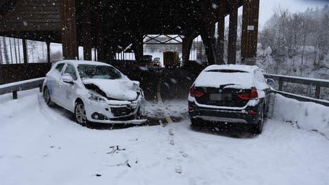 Totalschaden nach einem Unfall in Ganterschwil. (Bild: Kapo SG)