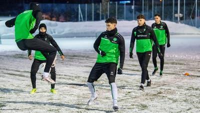 Rutschiger Untergrund: Die U21-Equipe des FC St.Gallen trainiert im Gründenmoos. (Bild: Arthur Gamsa (St.Gallen, 25. Januar 2021))