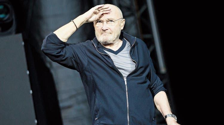 Phil Collins auf seiner letzten Europatournee vor zwei Jahren. Glamourös war er nie, ein Weltstar ist er noch heute. (Bild: Christoph Schmidt/DPA (Stuttgart, 5. Juni 2019))