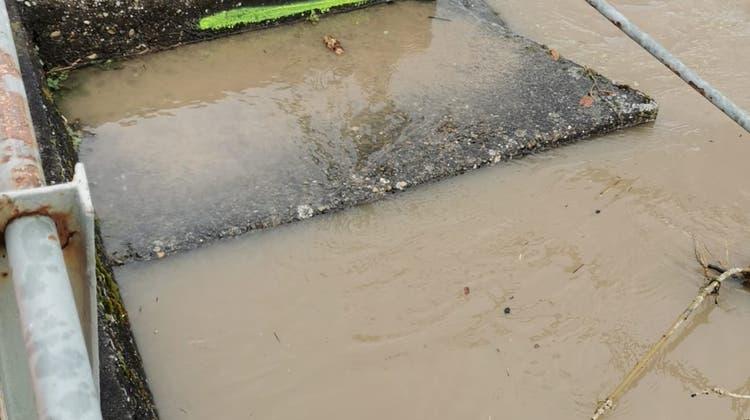 Aufgrund der anhaltenden Niederschläge sowie der Schneeschmelze der letzten Tage gilt im Kanton Aargau erhöhte Hochwassergefahr. (ag.ch)