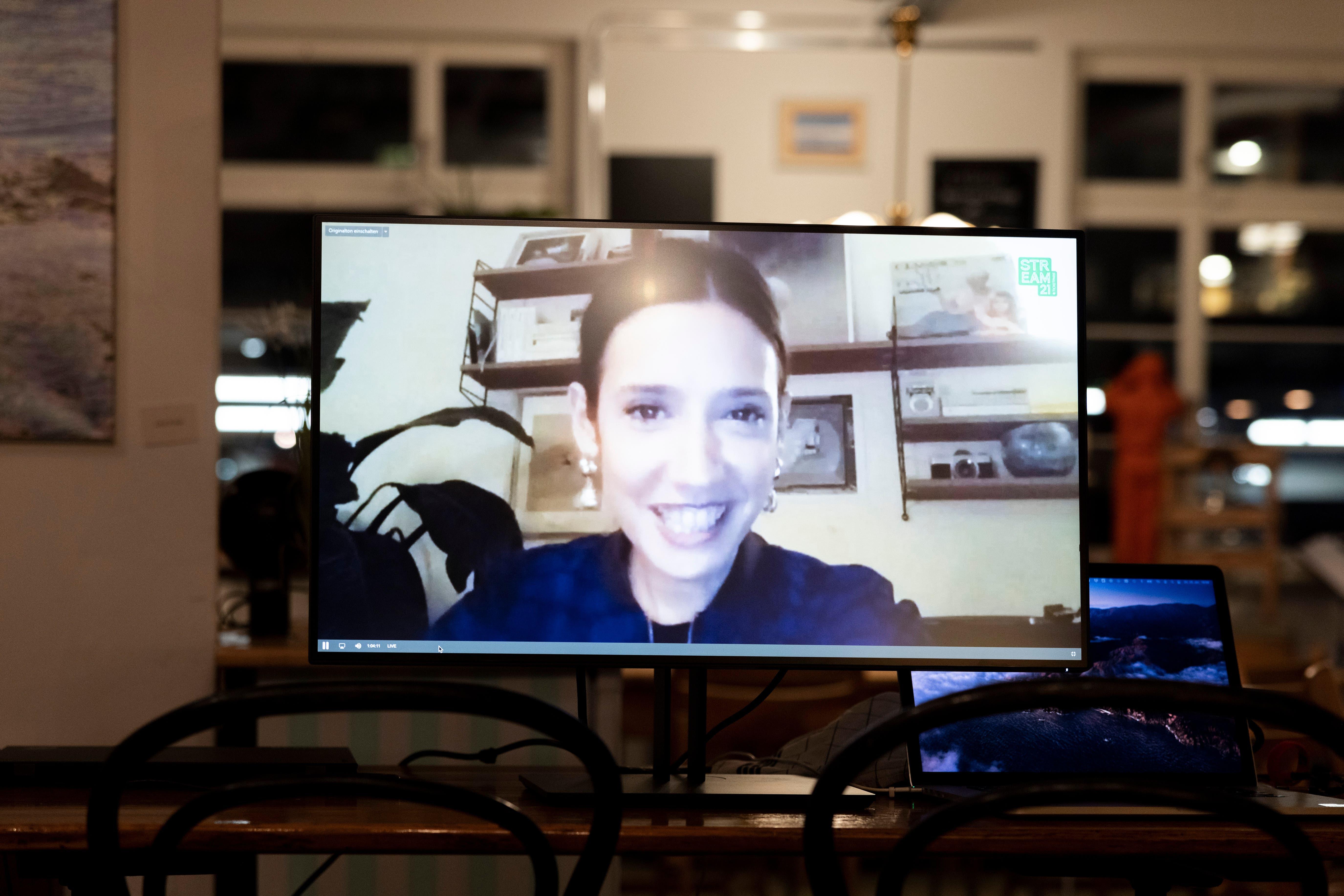 Gülsha Adilji wurde für ihren Auftritt von zu Hause aus Zürich live zugeschaltet.