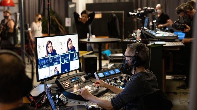Die Schaltzentrale im «Gleis 21»: Vom Regiestuhl aus wurde die Inszenierung des Kulturabends koordiniert. (Severin Bigler)