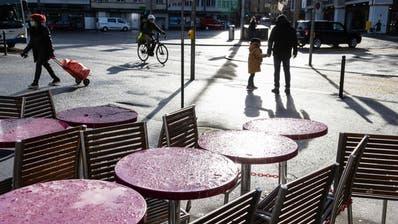 Die Gastronomie leidet unter Corona. Hier ein Schnappschuss vom Löwenplatz. (Bild: Patrick Hürlimann (Luzern, 29. Dezember 2020))
