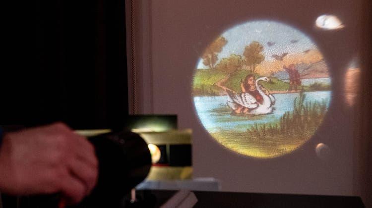 Licht an: Mit der Laterna Magicalassen sich im Stadtmuseum Geschichten hören und eigene Lichtbilder zeichnen. (zVg/Stadtmuseum Aarau)