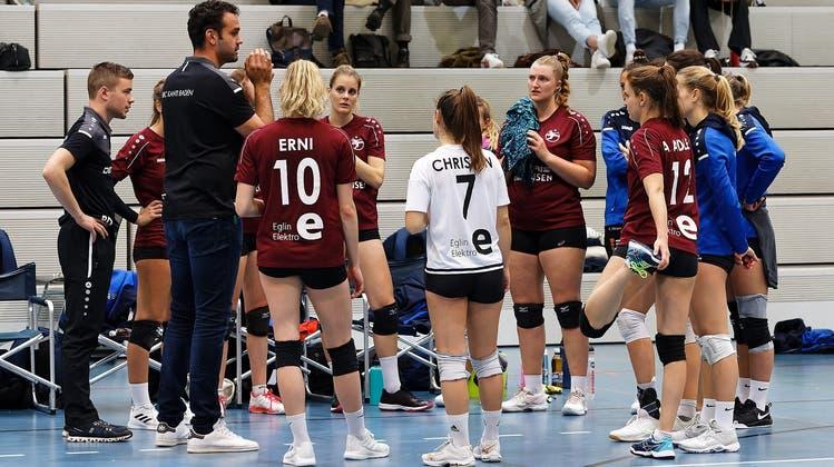 Im Spiel gegen Köniz verloren die Volleyballerinnen von Kanti Baden trotz zwei Sätzen Vorsprung. (Urs Gretter/zvg (10. Oktober 2021))