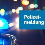 Lieferwagen kollidiert mit Verkehrslotsen – Polizei sucht Zeugen