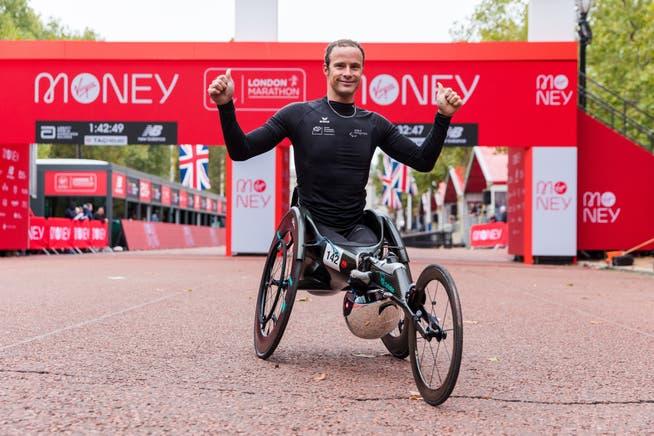 Marcel Hug gewinnt den Marathon in London in Rekordzeit.
