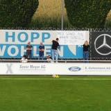 Eines der viel diskutierten Plakate beim Spiel zwischen dem FC Wohlen und dem FC Solothurn. (Larissa Gassmann)