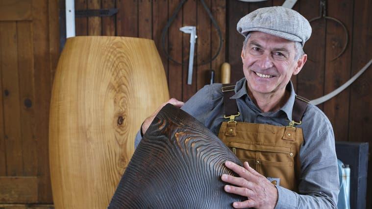 Hannes Piringer drechselt aus Schweizer Holz Objekte, die gerne auch gross sein dürfen. Hier eine Vase aus Douglasienholz. (Hannes Piringer/zur Verfügung gestellt)