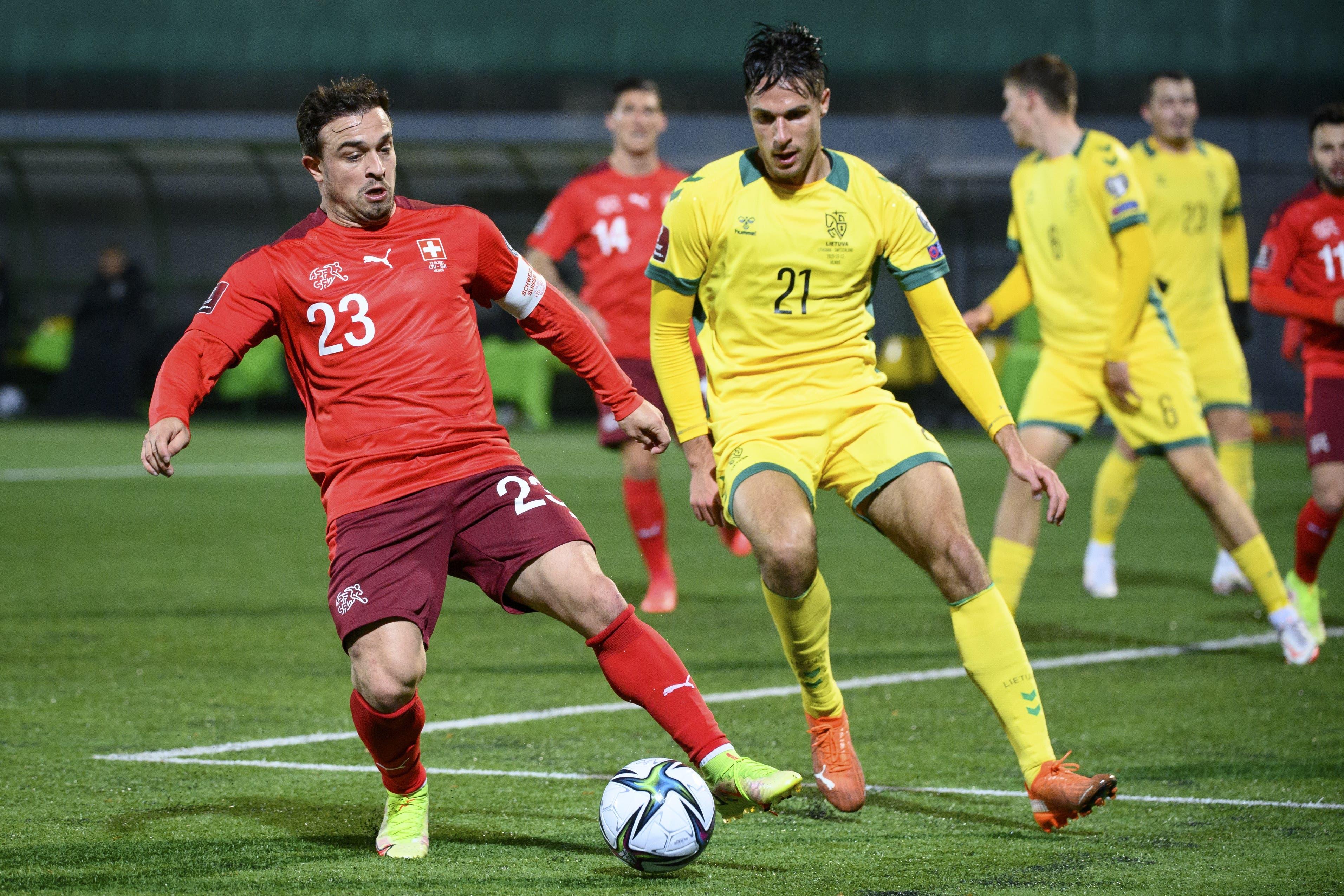 Xherdan Shaqiri ist bemüht, doch schafft auch er es nach der Pause nicht nicht, einen weiteren Schweizer Treffer einzuleiten oder zu erzielen.