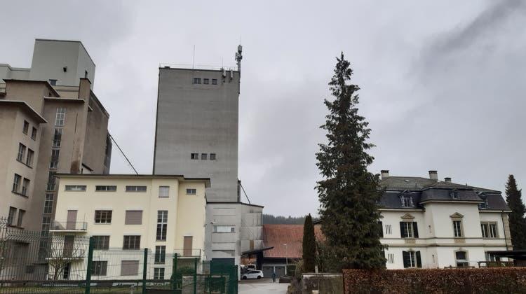 Das Mühleareal in Schöftland mit alter Fabrikantenvilla (mit grünen Fensterläden) und den Industriebauten. (Flurina Dünki/ «Aargauer Zeitung»)
