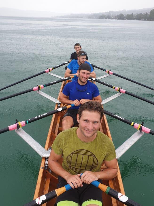 Training auf dem See vor der Atlantiküberquerung. Von vorne nach hinten: Georg Stocker, Sebastian Stocker, Matthias Odermatt, Peider Stocker.