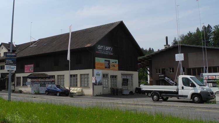 Die alten Häuser an der Tramstrasse 73 und 75 werden abgebrochen. Geplant ist laut Baugesuch ein Neubau Wohn- und Gewerbehaus mit Tankstelle und Tiefgarage. (Daniel Vizentini (17.6.2021))