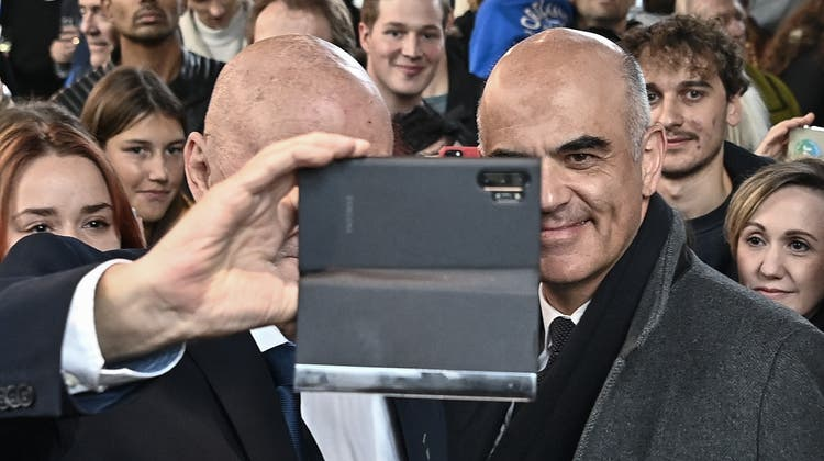 Am Mittwoch waren in Luzern auch Selfies mit Bundesrat Alain Berset möglich. (Keystone)