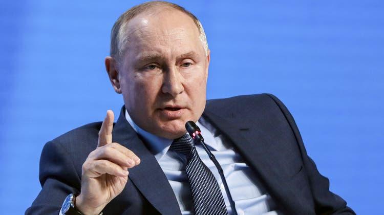 Putin sorgte mit seiner Drohung bei Zuhörern für Verwunderung. (Mikhail Metzel / AP)