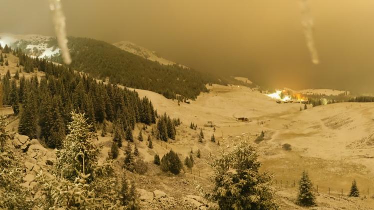 Das Arosa Bärenland liegt am Mittwoch unter einer Schneedecke. (Screenshot/Arosa Tourismus)
