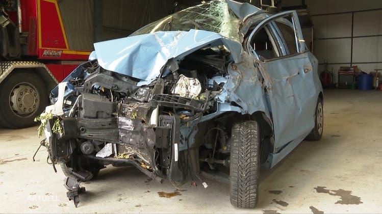 Wegen Ablenkung fast in der Aare gelandet: Jetzt bedankt sich die Unfallfahrerin bei ihren Helfern