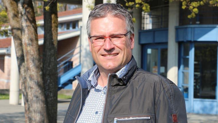 Christian Badertscher, OK-Präsident der Gewea, vor dem Auholzsaal in Sulgen. (Bild: Hannelore Bruderer)