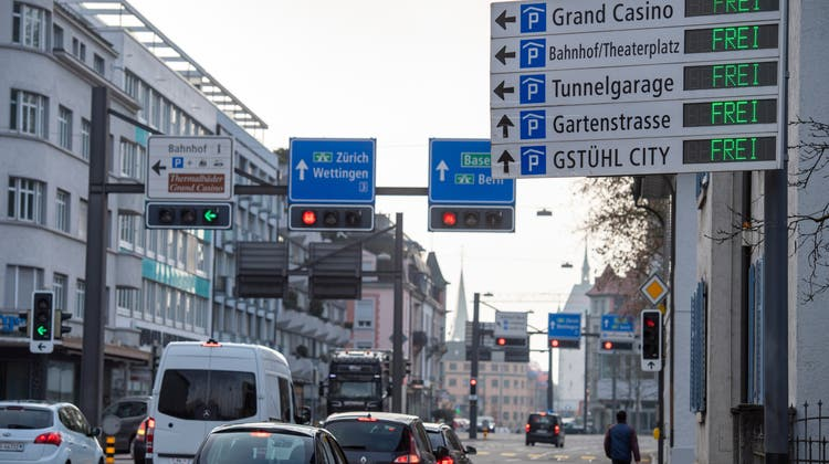 Um voneiner Nachbargemeinde ins Zentrum zu fahren, kommt man um die Bruggerstrasse nicht herum. (Alex Spichale)