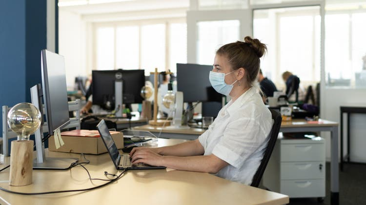 Nach Ansicht vieler Jungenmuss Arbeit Spass machen und einen Sinn haben. Ältere Arbeitnehmer fordern dies weniger. (Bild: Keystone)