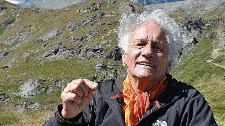 Mani Neumeier vor dem Matterhorn: «Ich habe mich immer als Schweizer und Alpenländer gefühlt.» Schlagzeuger, Antreiber, Pionier, Rebell und ewiger Hippie. (Bild: Frank Schindelbeck)